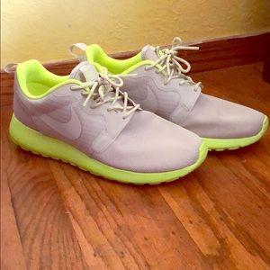 Nike Roshe Run Shoes Women Sz 7.5 Neon Yellow Grey
